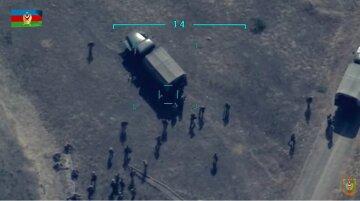 Війська Азербайджану завдали ракетного удару по величезному скупченню вірменських військових: відео знищення