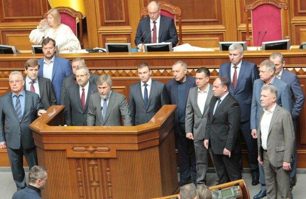 Новинський і Вілкул заблокували підписання мовного закону