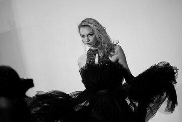 """Блондинка из """"Женского квартала"""" показала самый """"сок"""" в вызывающем костюме: """"Чувствую всеми фибрами души"""""""