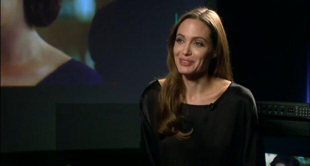 """Анджеліна Джолі засвітила найпотаємніше в легкій сукні без білизни: """"Ух ти, ідеальніше не знайти!"""""""