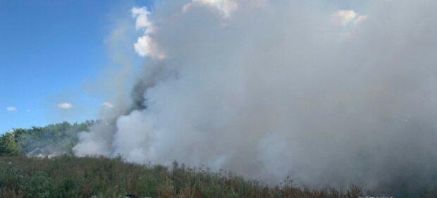 На Харківщині рятувальники другий день борються з вогнем, фото: 15 вогнищ пожежі