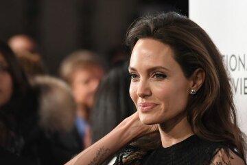 Анджелина Джоли шокировала фанатов новым цветом волос: как теперь выглядит актриса