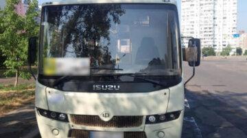 Не хотел терять время: пьяный маршрутчик рассекал с пассажирами по Киеву, фото