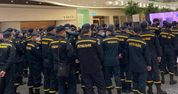 """У центр Харкова стягнули сотні рятувальників і техніку, фото: """"всі служби оперативно..."""""""