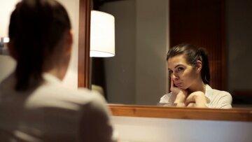 женщина, зеркало, самокритика