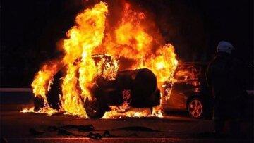 Одеський регіон накрила хвиля підпалів авто: кадри божевілля, що відбувається