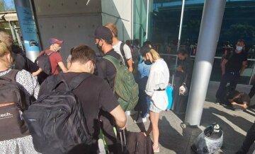 """""""Не выпускают самолеты"""": украинские туристы больше двух дней не могут вернуться домой, фото"""