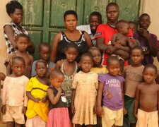 Nabatanzi-middle-with-her-children-Ph