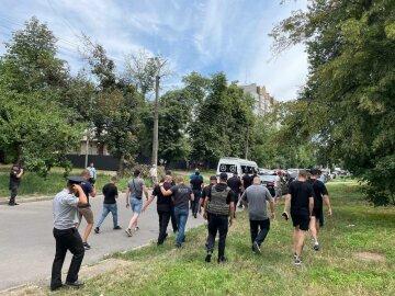 У Черкасах «Нацкорпус» прогнав з-під суду прихильників «ОПЗЖ»