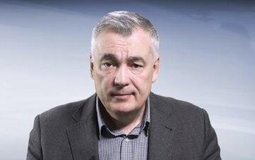 Снєгирьов вважає, що є категорія людей в ОРДЛО, які відповідають за зняття готівки в українських банківських установах