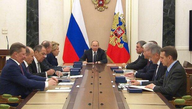 Кремль хоче виплутатися з ситуації з Донбасом: від України чекають три компроміси