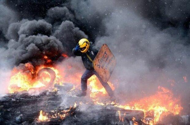 Валить дим, горять дерева і покришки: у Харкові почався бунт після вторгнення в Азовське море