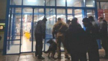 На Харьковщине мужчина устроил переполох в магазине: людей эвакуировали, кадры