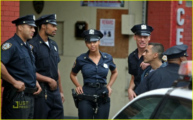 beyonce-police-officer-05