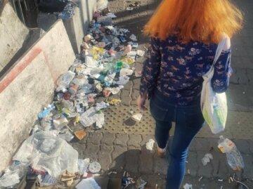 """У центрі Києва утворилося """"звалище"""", кадри свавілля: """"сміття ніхто не прибирає"""""""