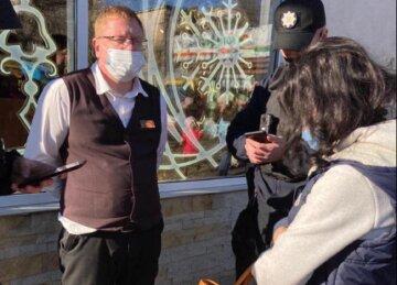 """""""Чего это вы тут на украинском разговариваете?"""": охранник сцепился с депутатшей в магазине Одессы"""