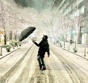 Снежный шторм обрушился на столицу, сотни людей не попали домой: впечатляющие фото