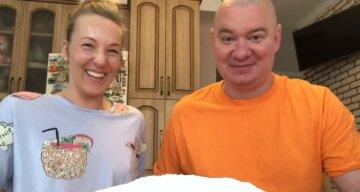 """Кошовий з """"Квартал 95"""" влаштував дикі ігрища з дружиною на кухні, відео: """"Два ідіота на тверезу..."""""""