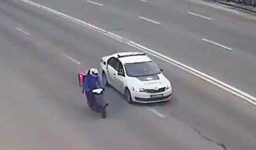 У Києві поліція влаштувала погоню за кур'єром на моторолері: відео викликало широкий резонанс