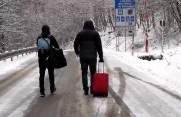 """Украинского заробитчанина в разгар карантина оставили без жилья: """"Соседи не пустили назад, ведь..."""""""