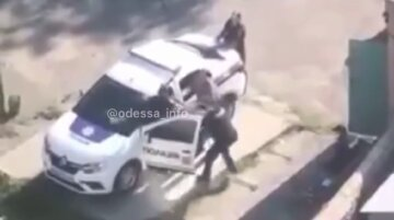 """Полицейские устроили драку в отделении, редкое видео:  """"А кого вызывать?"""""""