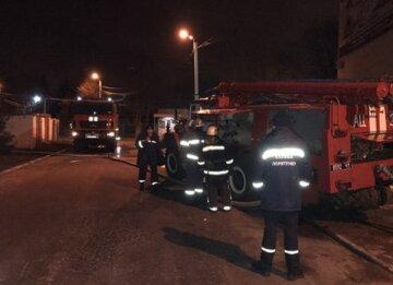 Пожар охватил одесскую больницу, спасатели срочно бросились на помощь: кадры ЧП