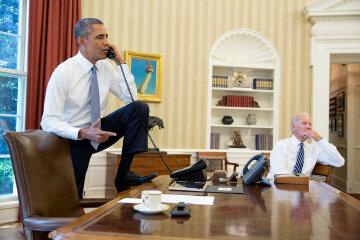 Топ-5 «неудобных» поз Обамы — фото