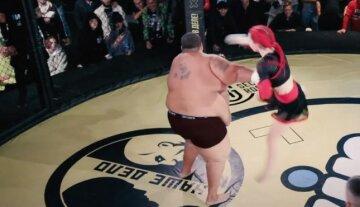 """Девушка-боец MMA эффектно нокаутировала 240-килограммового соперника, видео: """"оказался на канвасе"""""""