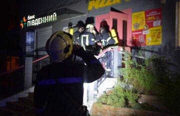 В Одессе вспыхнул ресторан, спасатели сделали все возможное: видео ЧП