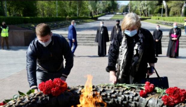 """Українцям розповіли, що буде з вихідним на 9 травня: """"Можна зробити 8-го, а можна ..."""""""