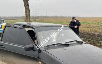 """Авто с людьми расстреляли на Одесчине, объявлен план """"Сирена"""": кадры с места трагедии"""