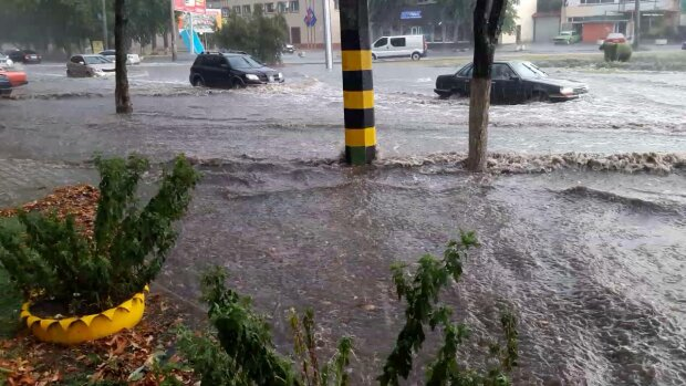Наводнение в Киеве: уровень воды доходит до полуметра, кадры разбушевавшейся стихии