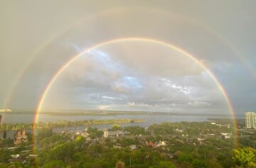 """Українці в небі спостерігали неймовірне явище, барвисті фото: """"Око не відірвати"""""""