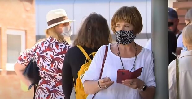 карантин маски люди украинцы