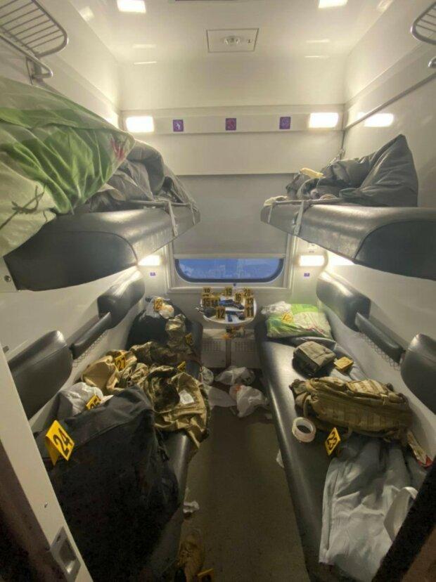 """Военные устроили стрельбу в поезде """"Укрзализныци"""", примчал спецназ: первые подробности и фото с места"""