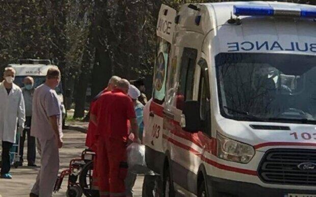 Десяток важко хворих людей привезли спецлітаком в Одесу: відомі подробиці і кадри