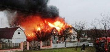 Трагический пожар разгорелся в канун Рождества, на пепелище нашли тело человека: кадры ЧП