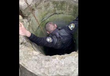 Пенсіонера знайшли в колодязі на Херсонщині: на місце прибула поліція і рятувальники, кадри НП