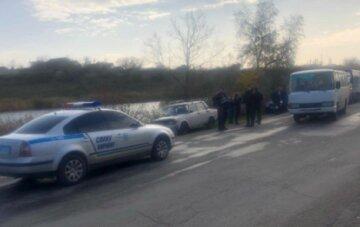 Автомобіль з дитиною злетів прямо в рів: кадри аварії на Об'їзній дорозі в Одесі