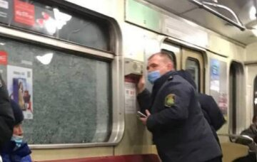 ЧП в метро Киева: атакован поезд с пассажирами, кадры беспредела