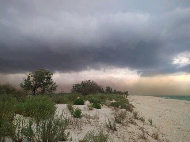 """""""Убежать не успели"""": песчаная буря накрыла курорт на Одесчине, видео ЧП"""