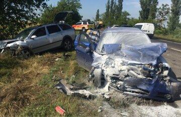 В ДТП на украинской трассе погибли люди, среди пострадавших дети: кадры и детали аварии