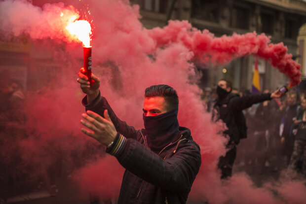 Мітинг студентів КПІ набирає обертів: прибула поліція, озвучені вимоги: перші кадри
