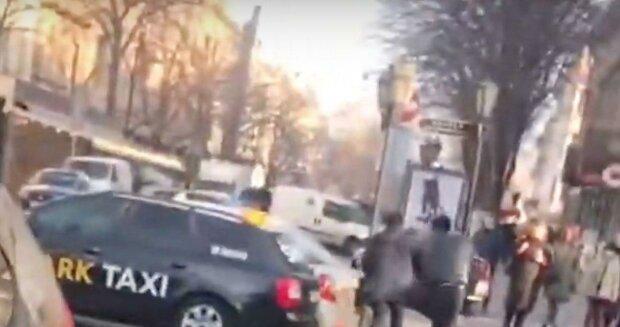 Таксисты устроили драку в центре Одессы: бойня попала на видео