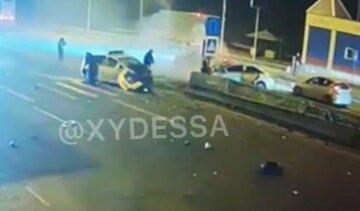 На повному ходу влетів у патрульних: трагічний момент ДТП під Одесою потрапив на відео
