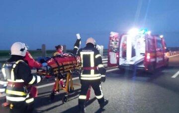 Автобус с украинцами попал в ДТП, кадры трагедии: врезался в колонну грузовиков