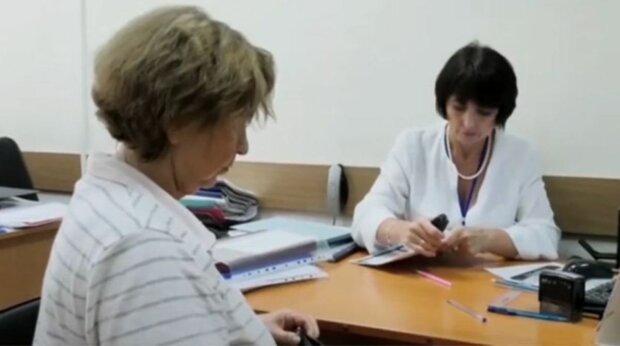 Украинцы могут получать пенсию за покойного родственника, что надо знать о выплатах: «Согласно закону…»
