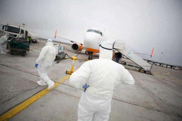 У Харкові приземлився літак із Китаю: стало відомо про подальшу долю евакуйованих