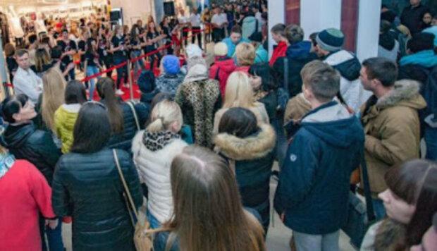 Нацгвардия заявилась в днепровский ТРЦ, люди в недоумении: что происходит