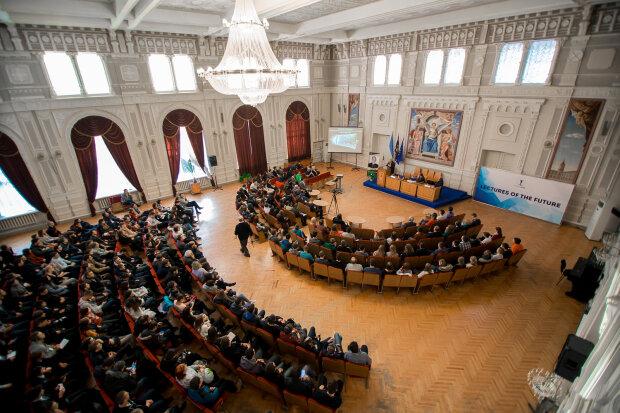 Легендарний професор прочитав лекцію українським студентам